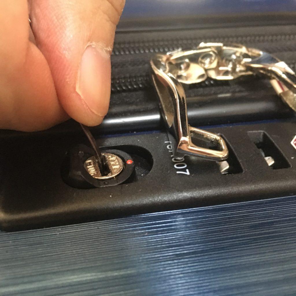 悪用禁止|スーツケースTSAロックの解除方法と鍵の開け方画像解説
