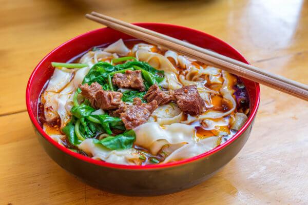 中国ならではの刀削麺
