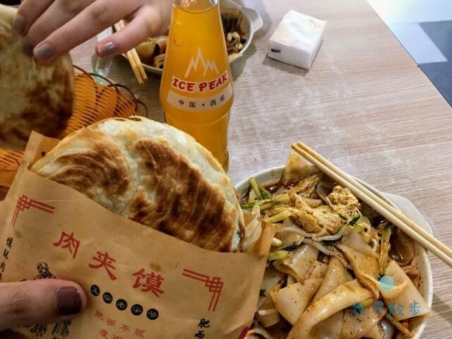 西安名物の中国式ハンバーガー