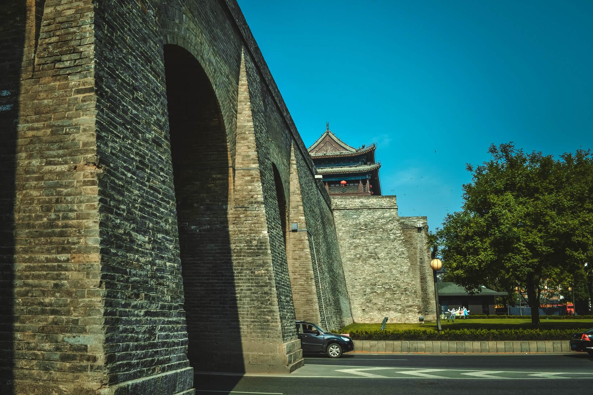 西安の城壁を横から見た様子