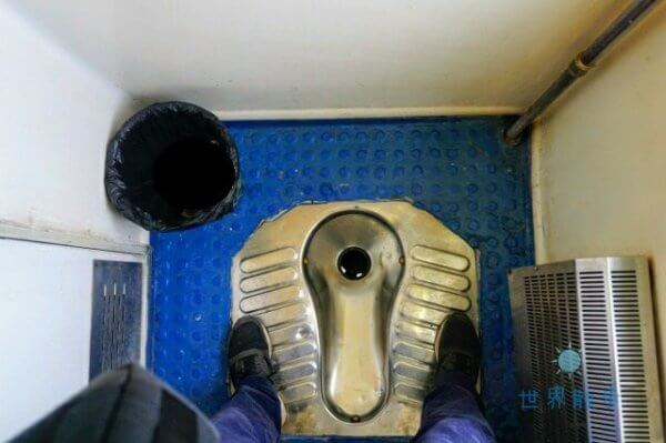 チャカ塩湖への鉄道のトイレ