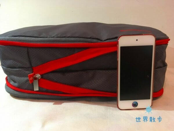 iPod touchと圧縮バッグの高さ比較