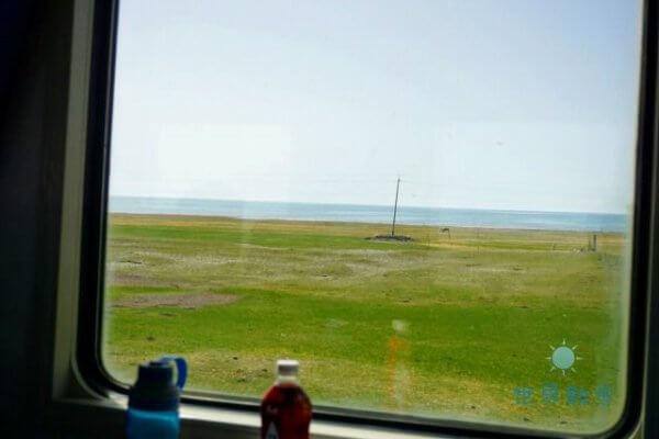 チャカ塩湖への鉄道の車窓