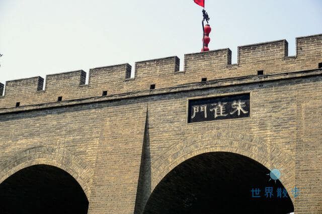 西安城壁の門の一つである朱雀門