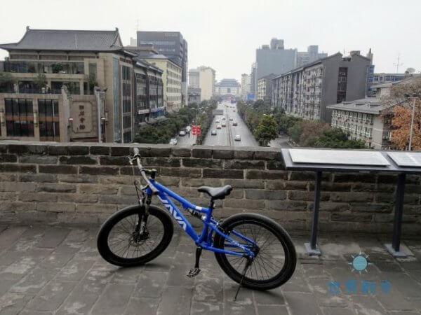 西安城壁を自転車で観光