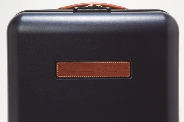 フェリージスーツケース限定のレザープレート