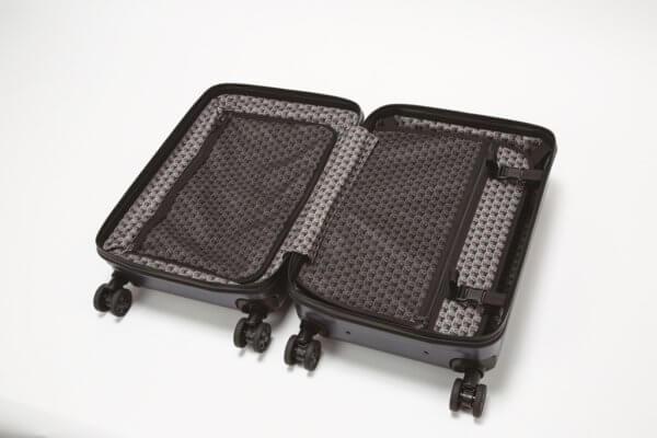 フェリージ家紋章がプリントされたスーツケース内装