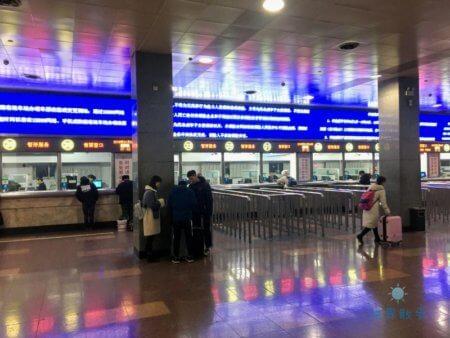 中国列車の切符売り場
