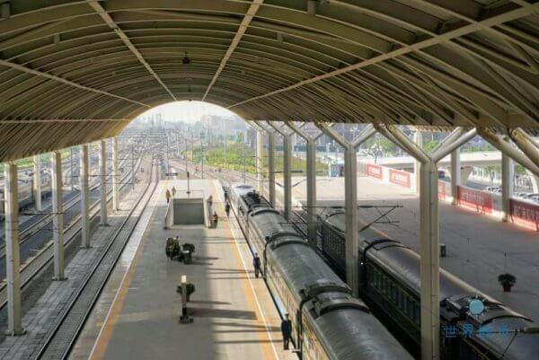 中国の列車のホーム