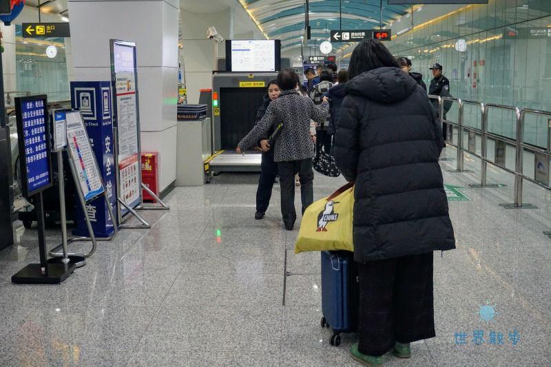 地下鉄の手荷物検査