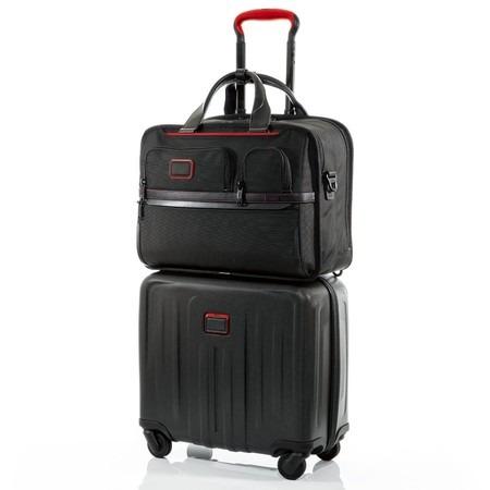 TUMIのスーツケースとビジネスバッグ